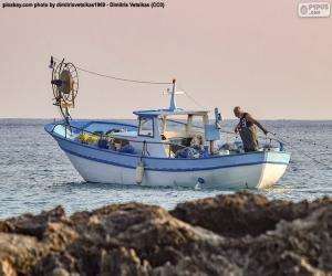 Układanka Łódź rybacka na morzu