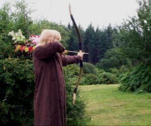 Układanka łowca elf uzbrojony w łuk i strzały gotowymi do strzału