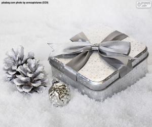 Układanka Świąteczny prezent na śniegu