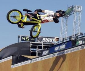 Układanka Akrobatyki BMX jest formą turystyki rowerowej