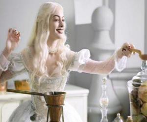 Układanka Biała Królowa (Anne Hathaway), pracujących na napój