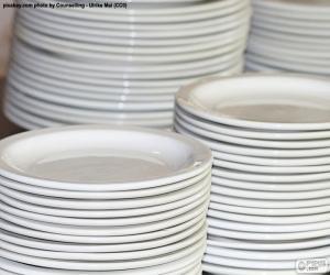 Układanka Białe porcelanowe talerze