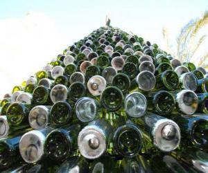 Układanka Choinka z 5000 butelek pochodzących z odzysku