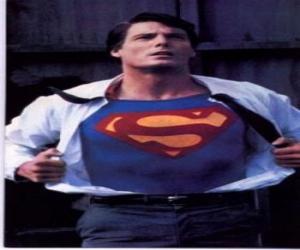 Układanka Clark Kent coraz Superman mundur czerwony i niebieski się walczyć o sprawiedliwość