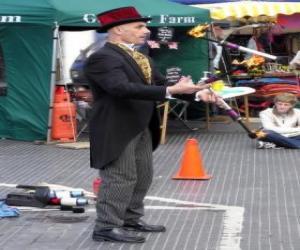 Układanka Clown robi jugglings