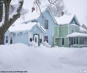 Układanka Dwa domy pokryte śniegiem