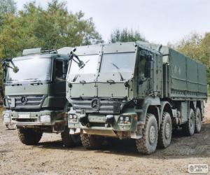 Układanka Dwie ciężarówki wojskowe