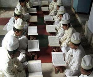Układanka Dzieci czytanie Koran, święta księga islamu