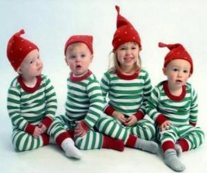 Układanka Dzieci ubrane na Boże Narodzenie