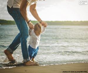 Układanka Dziecko nad brzegiem morza