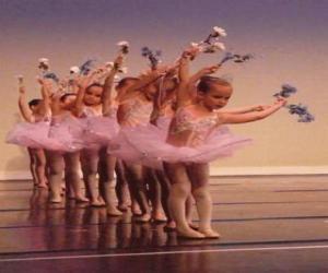 Układanka Dziewcząt robi balet