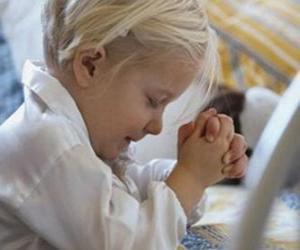 Układanka Dziewczyna praying with ręce w modlitwie
