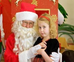 Układanka Dziewczyna rozmawia z Santa Claus siedzi na kolanach
