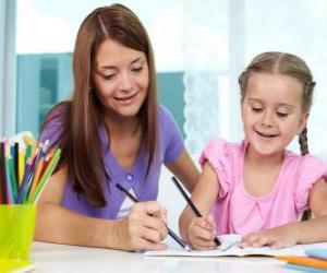 Układanka Dziewczyna w malować z matką