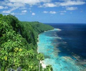 Układanka East Rennell jest koralowych atol z największych na wysokim poziomie. Wyspy Salomona.