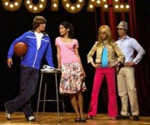 Układanka Gabriella Montez (Vanessa Hudgens), Troy Bolton (Zac Efron), Ryan Evans (Lucas Grabeel), Sharpay Evans (Ashley Tisdale) w scenariuszu