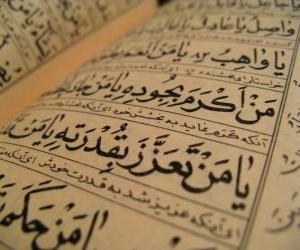Układanka Koran jest święta księga islamu, zawiera słowo Boga objawione Jego proroka Mahometa