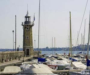 Układanka Latarnia morska w miejscowości Desenzano del Garda, Włochy