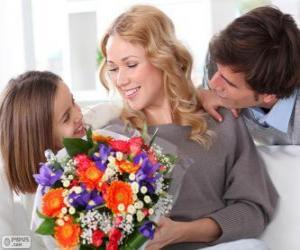 Układanka Mama odbiera bukiet kwiatów