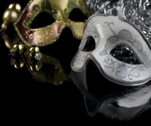Układanka Maski do roku stroną końca