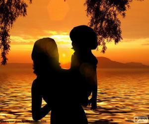Układanka Matka z synem w ramionach