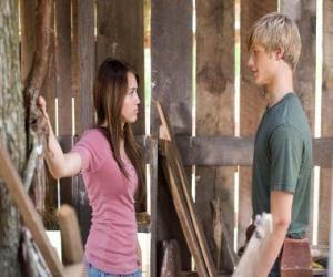 Układanka Miley Stewart (Miley Cyrus) rozmawia z Travis Brody (Lucas Till)