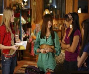 Układanka Mitchie Torres (Demi Lovato) przez Tess Tyler Meaghan (Jette Martin) i Margaret