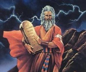 Układanka Mojżesz z tablice z prawem, na którym są napisane dziesięć przykazań