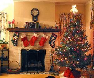 Układanka Ognisko w Boże Narodzenie z wisiał skarpetki i ozdób choinkowych