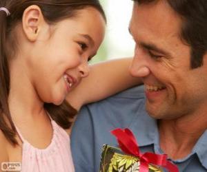 Układanka Ojciec z córką, a ona daje prezent