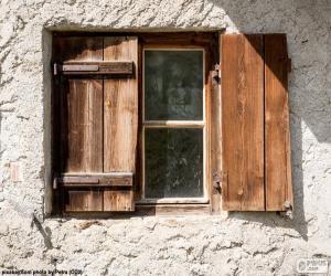 Układanka Okna z okiennicami drewna