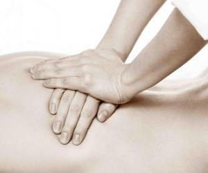 Układanka Pacjenta otrzymującego masażu leczniczego przez fizjoterapeutę