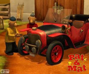 Układanka Pat i Mat przy samochodzie