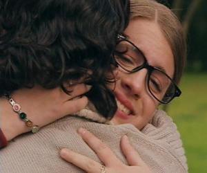 Układanka Patito i Leandro spotkać zarówno płakać i przytulił.