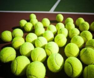 Układanka Piłki tenisowe na korcie