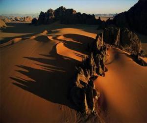 Układanka Pinnacles z piaskowca w dolinie Kamasai, Chad