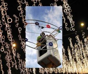 Układanka podmiot wprowadzający ozdobne oświetlenie świąteczne