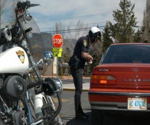 Układanka Policjant Motorized z jego motocykla i umieścić grzywny na kierowców