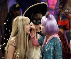 Układanka Prasy Lilly nos do Hannah Montana do czujnym okiem Olivera.