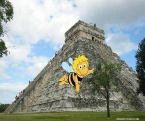 Układanka Pszczółka Maja przed świątynią Majów