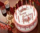 Tort ze świeczkami świeci