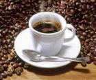 Filiżanka kawy z talerzykiem i łyżeczką