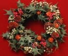Wieniec Boże Narodzenie utworzone przez holly liście i różne owoce