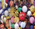 Zestaw kulek o różnych ozdób choinkowych