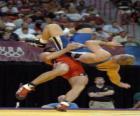 Wrestling - Dwa zapaśników i sędziego w walce