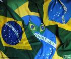 """Flaga Brazylii tworzą zielony prostokąt, romb żółty, niebieski z zespołem biały z mottem """"ORDEM E PROGRESSO"""" i 27 gwiazdek kolor biały okrąg"""