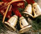 Dzwonki świąteczne ozdobiony wstążkami
