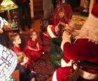 Dziecko mówi do Świętego Mikołaja