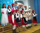 Dzieci śpiewając kolędy