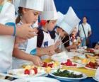 Grupa dzieci w podejmowaniu kucharzy